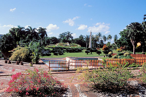 entrance to jardins botanico with the Reloj Floral
