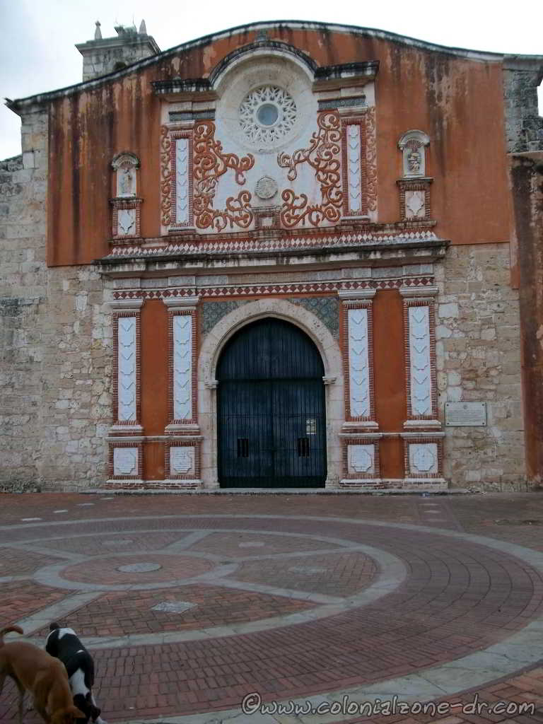 Iglesia Convento de Los Dominicos plaza and entrance