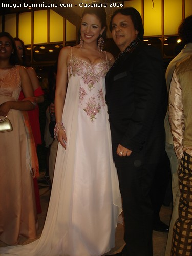 mia taveras wearing leonel lino design at casandra awards 2006