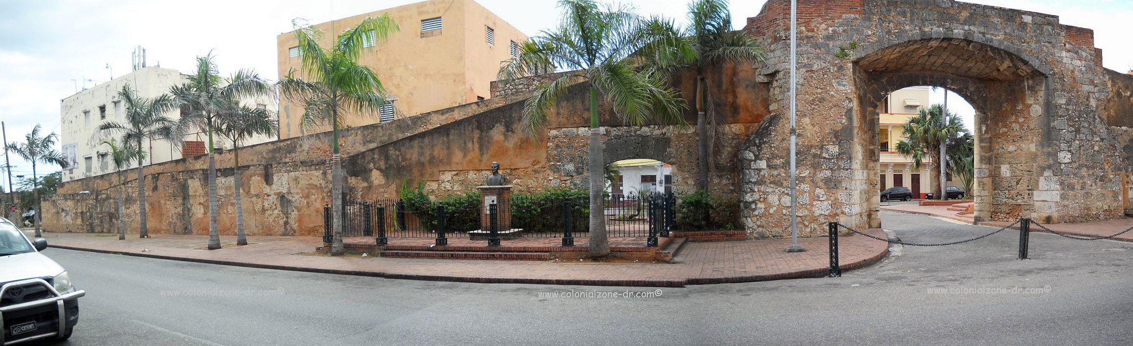 puerta misericordia in zona colonial