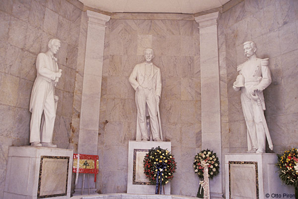 statues of the founding fathers of dominican republic, duarte, sanchez and mella