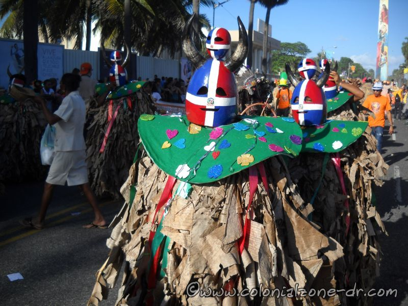 Los Platanuses with a Dominican Flag gourd mask