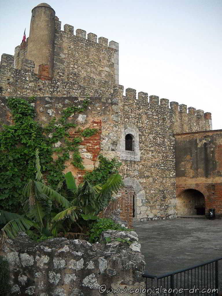 Fortaleza Ozama - view of the tower of homage from behind