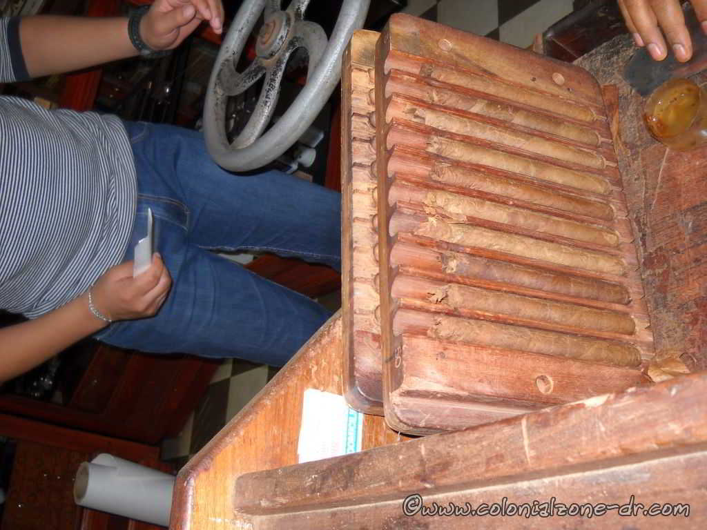 hand rolled dominican cigars coming out of the cigar press