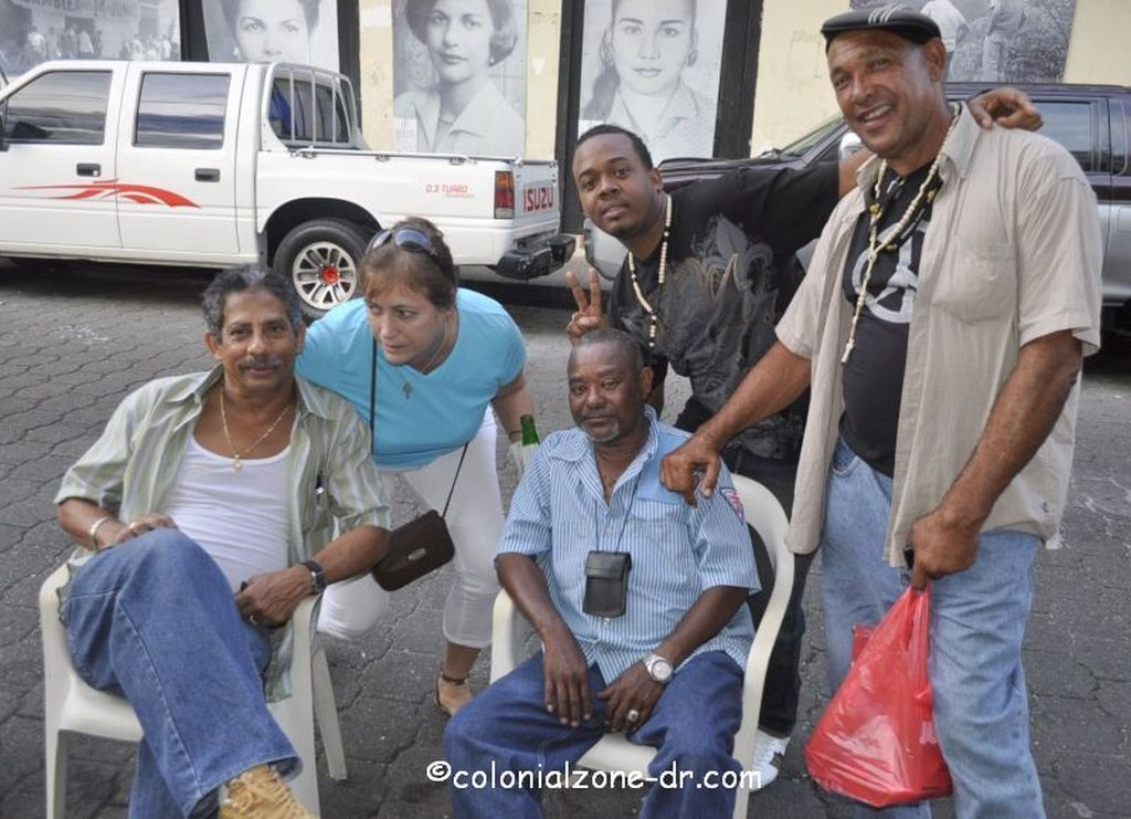 friends gathering at a colmado in zona colonial