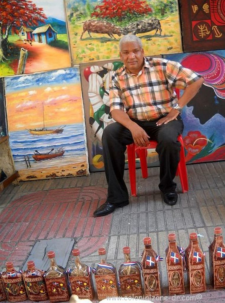 selling mamajuana in the Zona Colonial along Calle el Conde