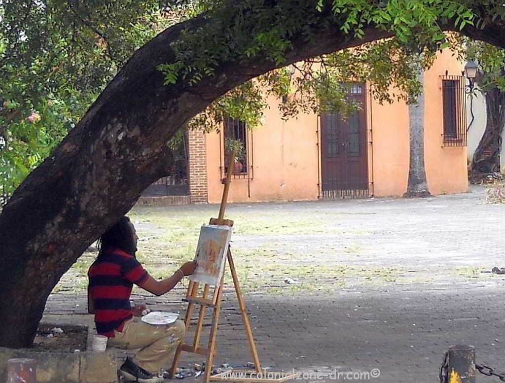 An artist painting in the Plaza Regina Angelorum, Ciudad Colonial