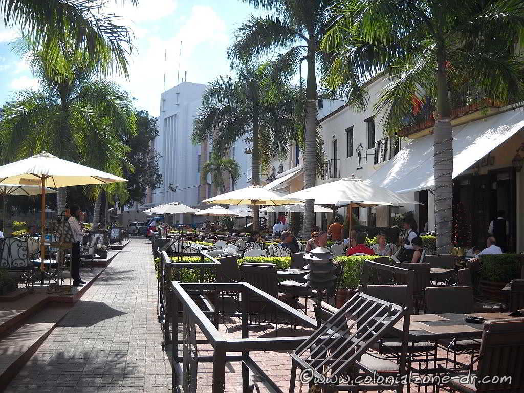 The many restaurants located in Plaza Espa�a, Ciudad Colonial