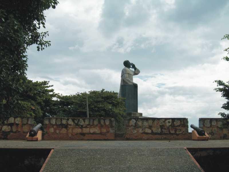 Statue of Frey Anton de Montecino