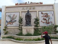 Monument to Confucius and mural in Santo Domingo