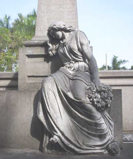 picture/image monument in cemetery on independencia