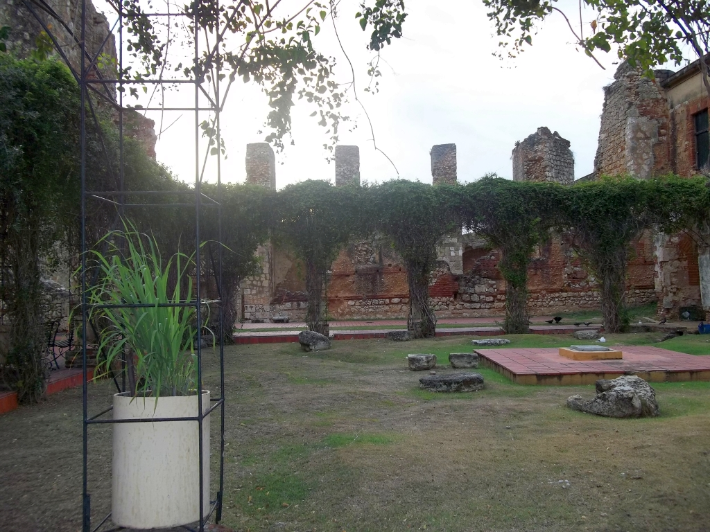 The Plaza inside the Ruinas del  Monasterio de San Francisco