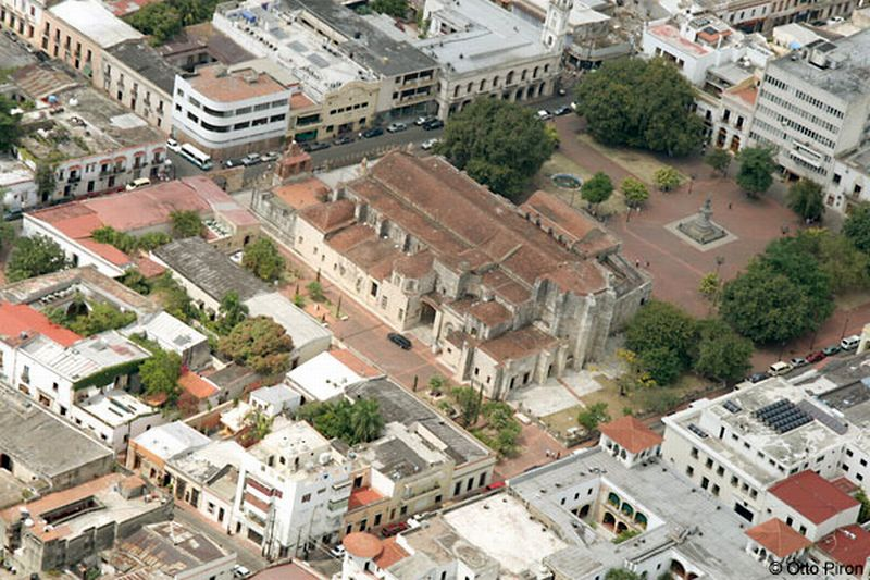 Aerial view of the Catedral de Santa Maria and Parque Colón.