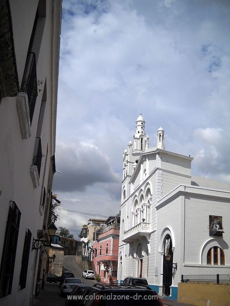 Iglesia Nuestra Señora de la Altagracia on Calle Hostos, Zona Colonial