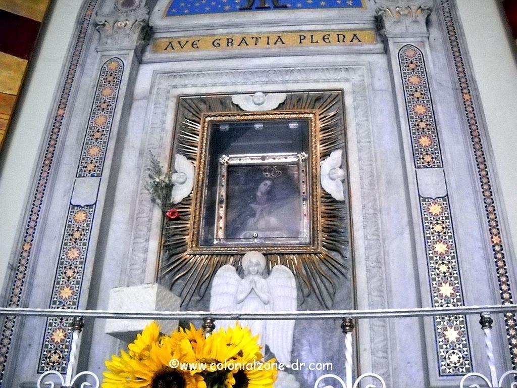 The altar inside the Iglesia Nuestra Señora de la Altagracia in Colonial Zone