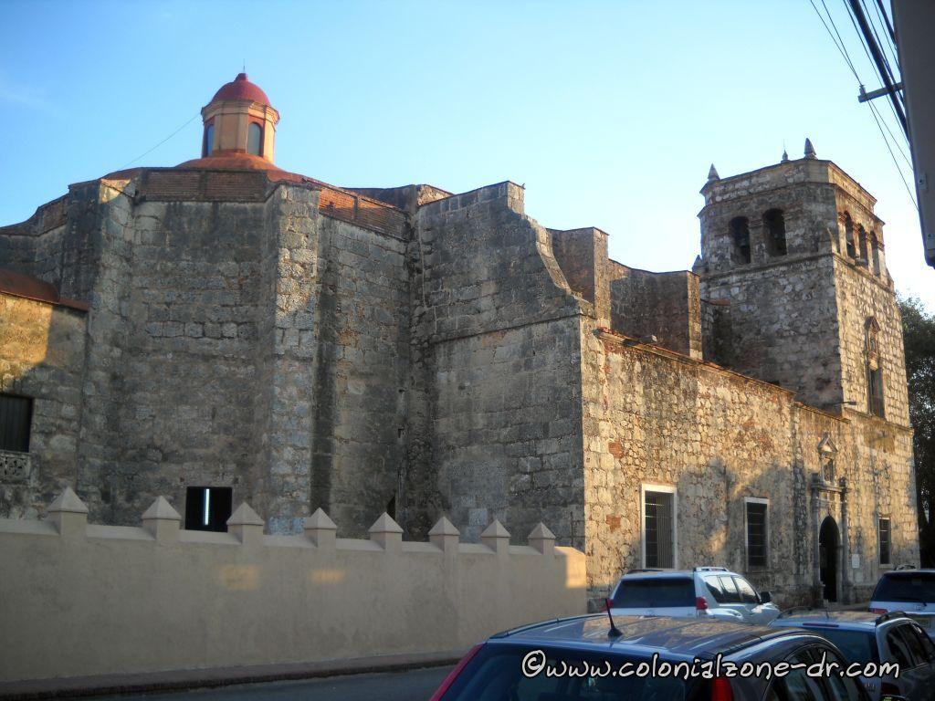 Iglesia y Convento de las Mercedes as seen from Calle Las Mercedes