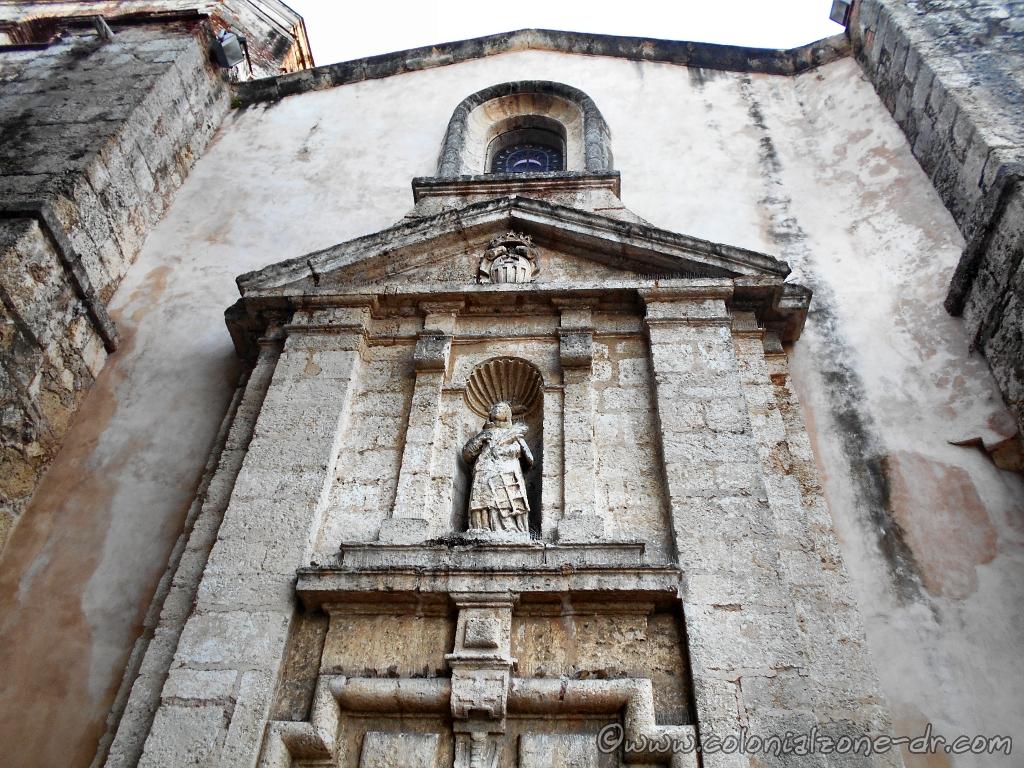 Door of the Iglesia y Convento de las Mercedes