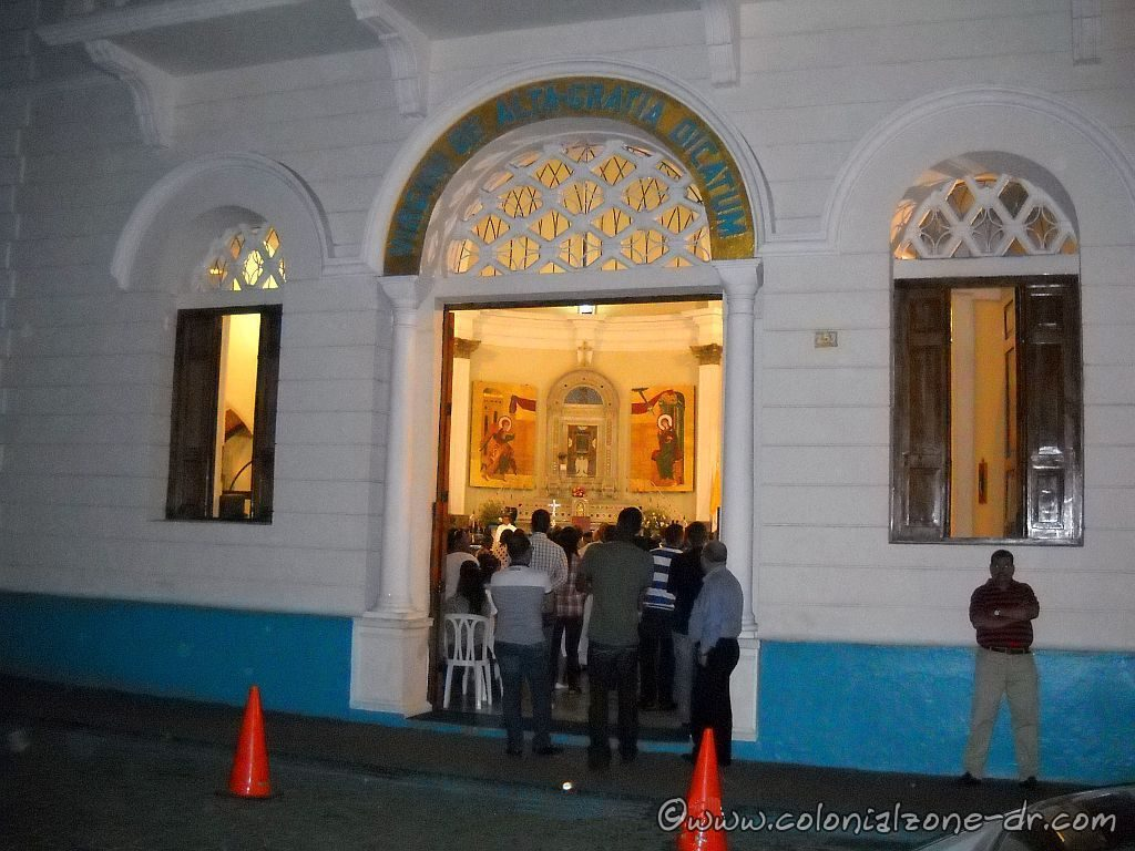 Saturday night mass at the Iglesia Nuestra Señora de la Altagracia