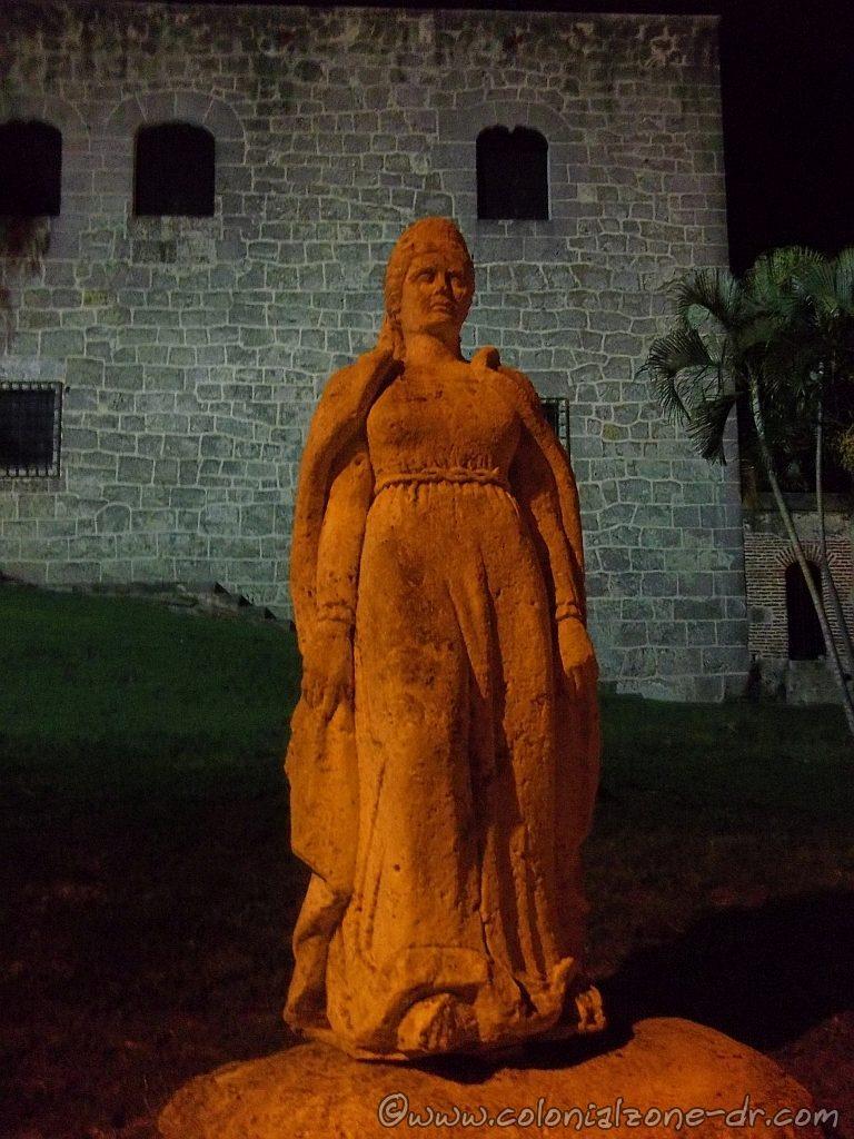 Maria de Toledo statue close