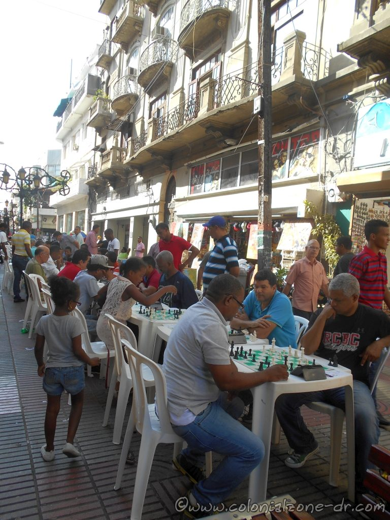 A chess tournament on Calle el Conde