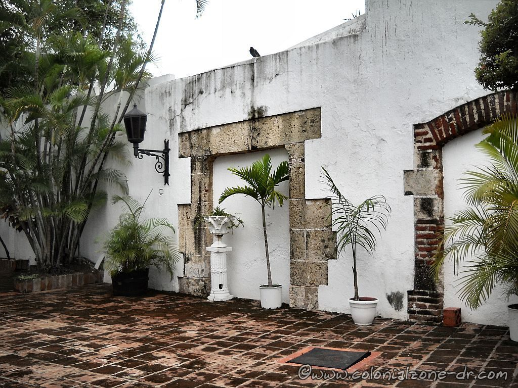 The interior patio of Casa del Tostado