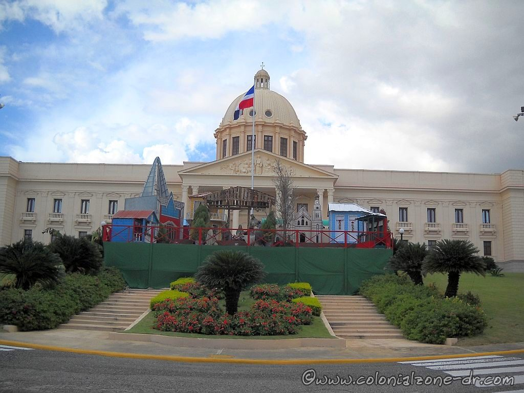 The Christmas display in front of the Palacio Nacional / National Palace (home of the Dominican Government) includes a Nativity scene