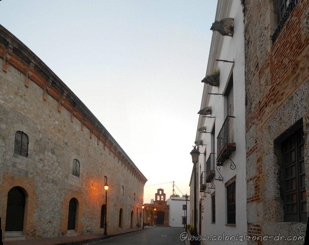 Casa de los Dávila and Capilla de los Remedios as seen from Calle las Mercedes