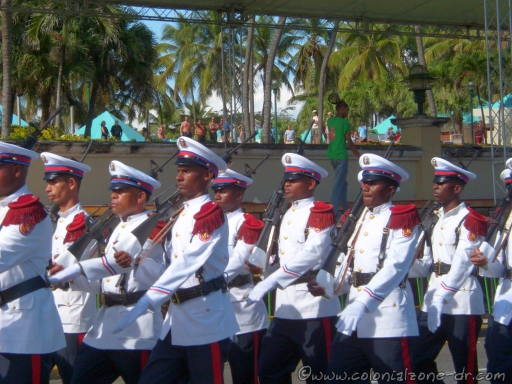 The Marines de la Guerra in the Military Parade / Desfile