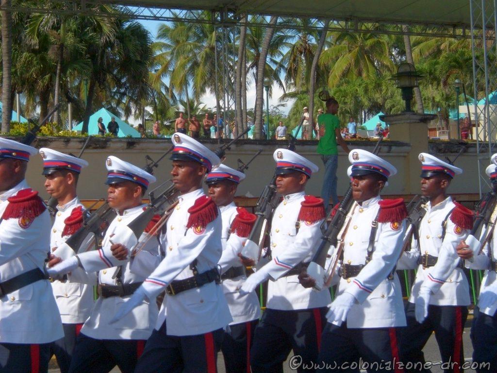 The Marines de la Guerra in the Military Parade / Desfile