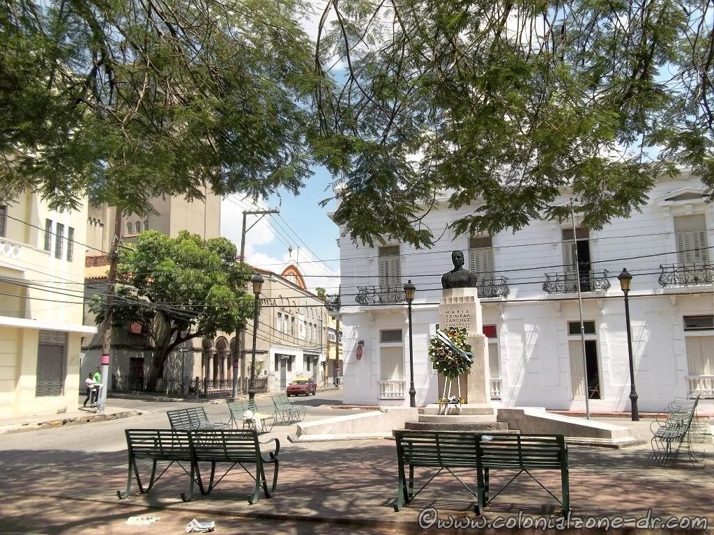 Plaza - Parque Maria Trinidad Sánchez, Zona Colonial.