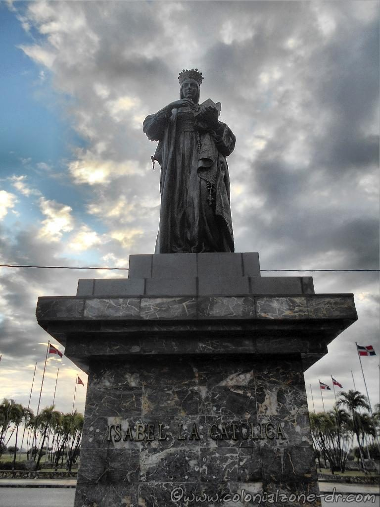 Isabel la Católica statue at the Faro a Colón