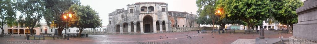 Panoramic picture of the Catedral de Santo Domingo and Parque Colón