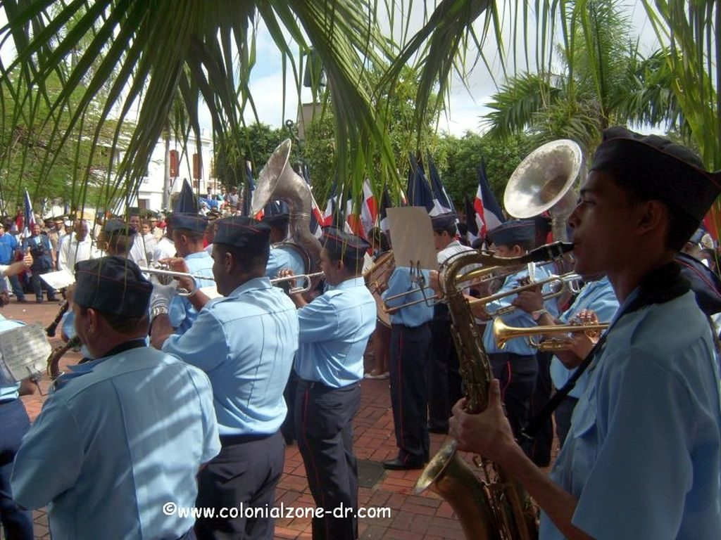 The Military Bad playing Quisqueyanos Valientes i Parque Duarte.