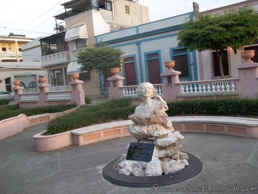 The bust of Poet Julia de Burgos in Parque Rosado.