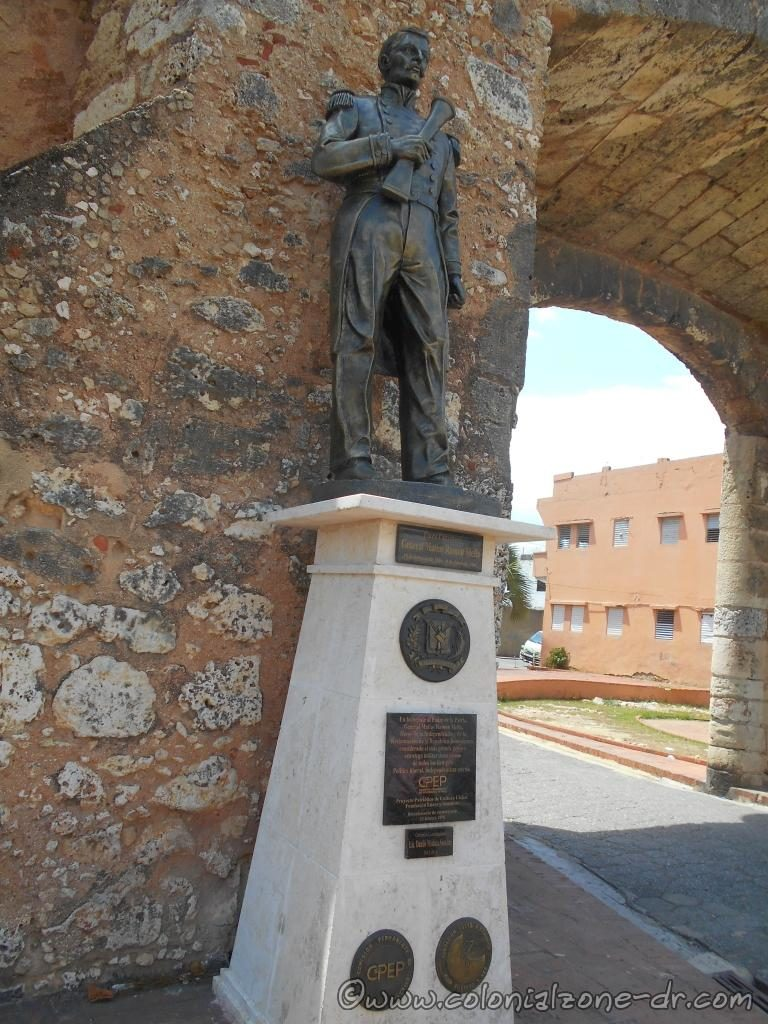 Close up of the statue honoring General Matías Ramón Mella