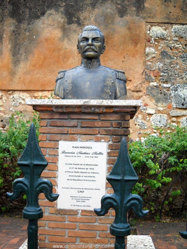 The bust of General Matías Ramón Mella what was replaced by the statue.