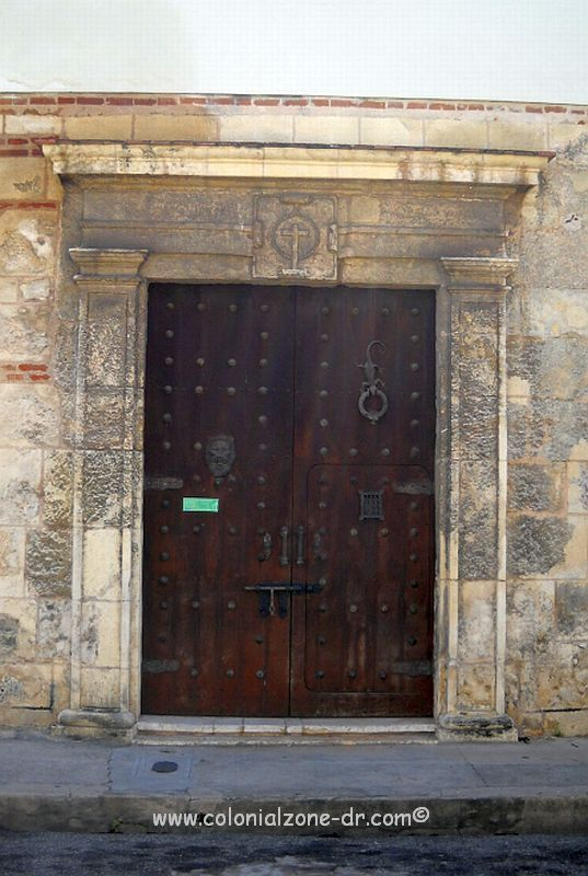 The front door of Casa del Tapao with the shield of the Duque de Rivera