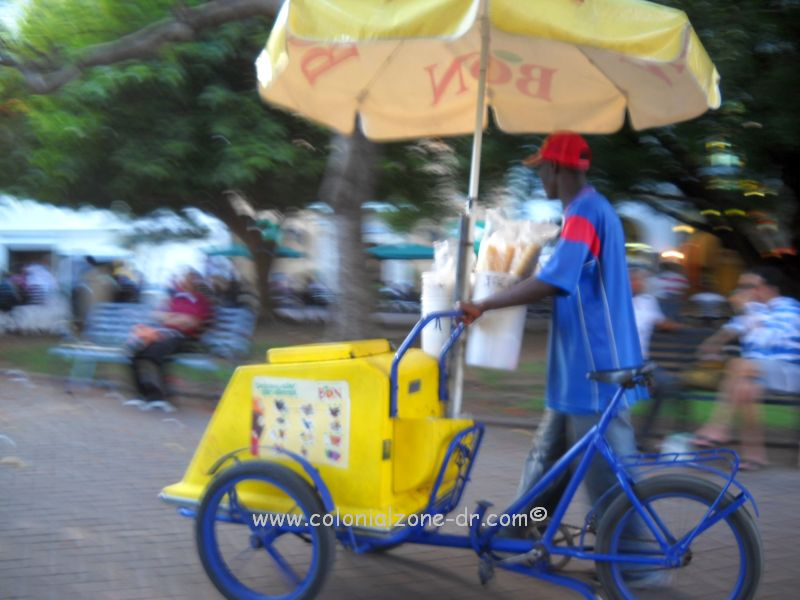 A Bon Helados Street Vendor pushing his cart.