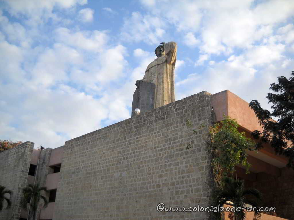 Monument dedicated to Frey Anton de Montecinos