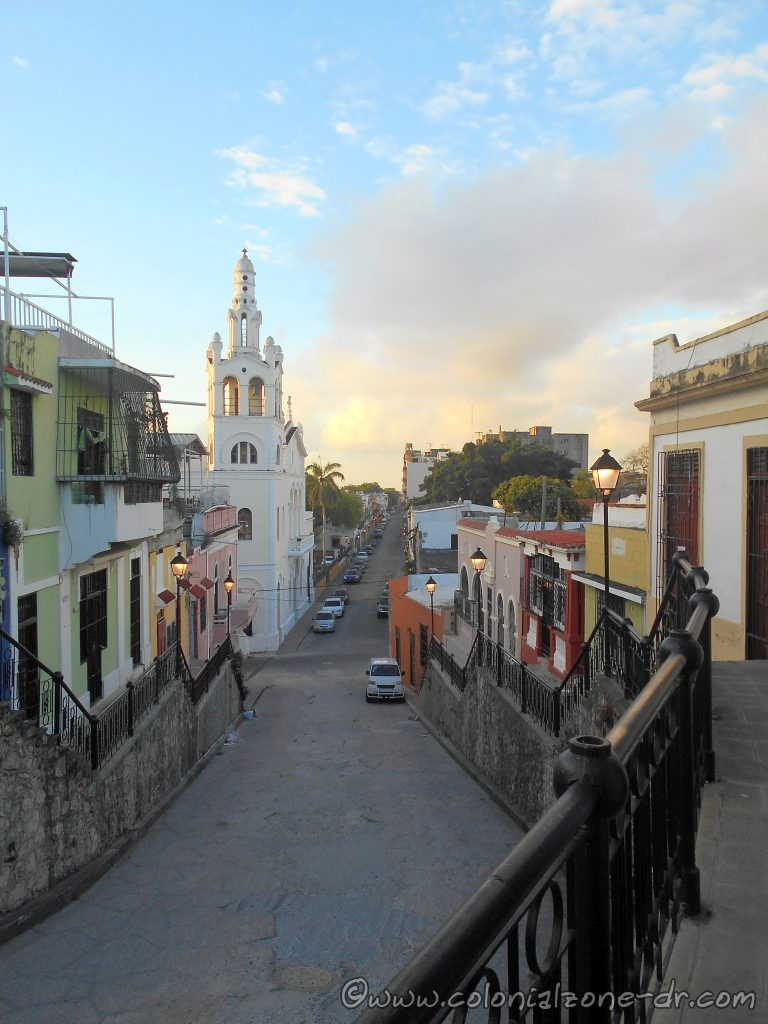 Looking down Calle Hostos  towards Calle el Conde. The Iglesia Altagracia is on the left.