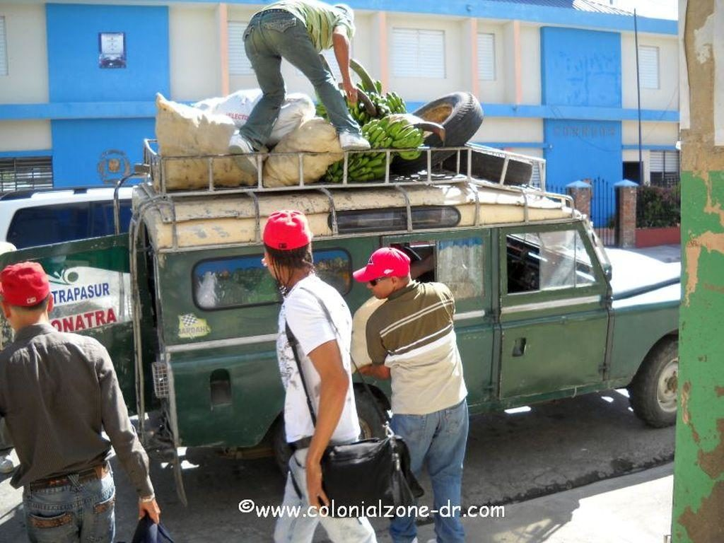 Loading up the guagua from San Jose de Ocoa to Rancho Arriba.