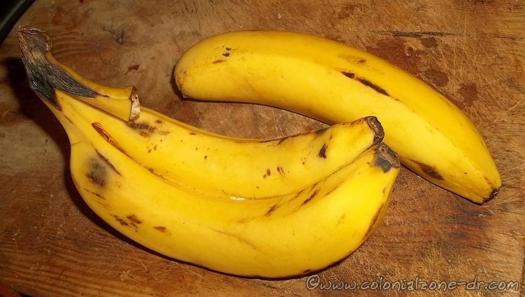 Beautifil and prefectly ripened Guineos / Bananas