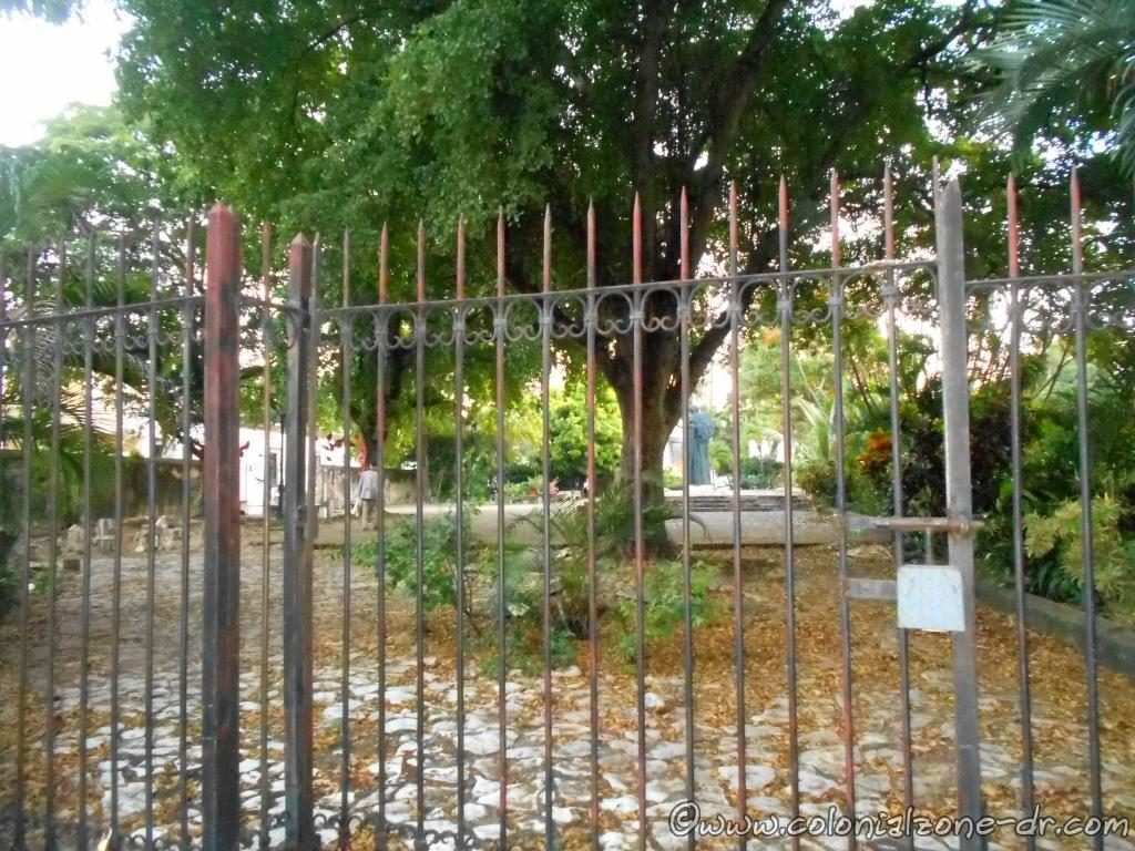 Plaza Bartolomé de las Casas in the Zona Colonial is surrounded by a gated fence.