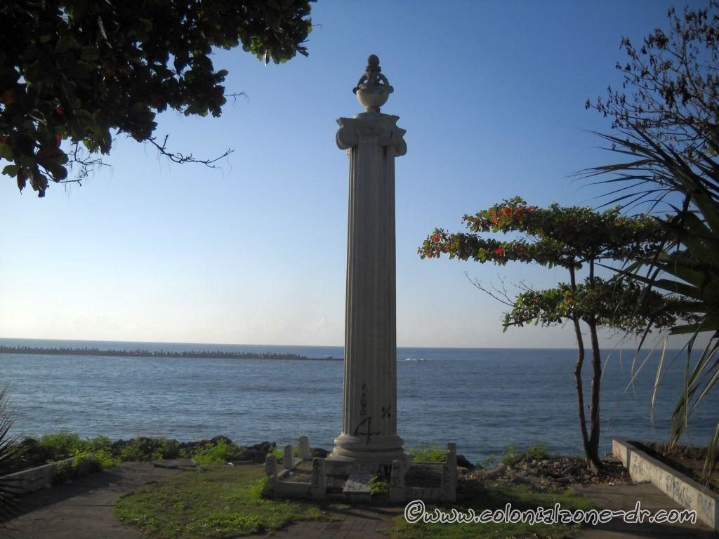 Memorial Column to the Shipwreck of the Sloop Aurora / Columna Conmemorativa Naufragio Balandra Aurora
