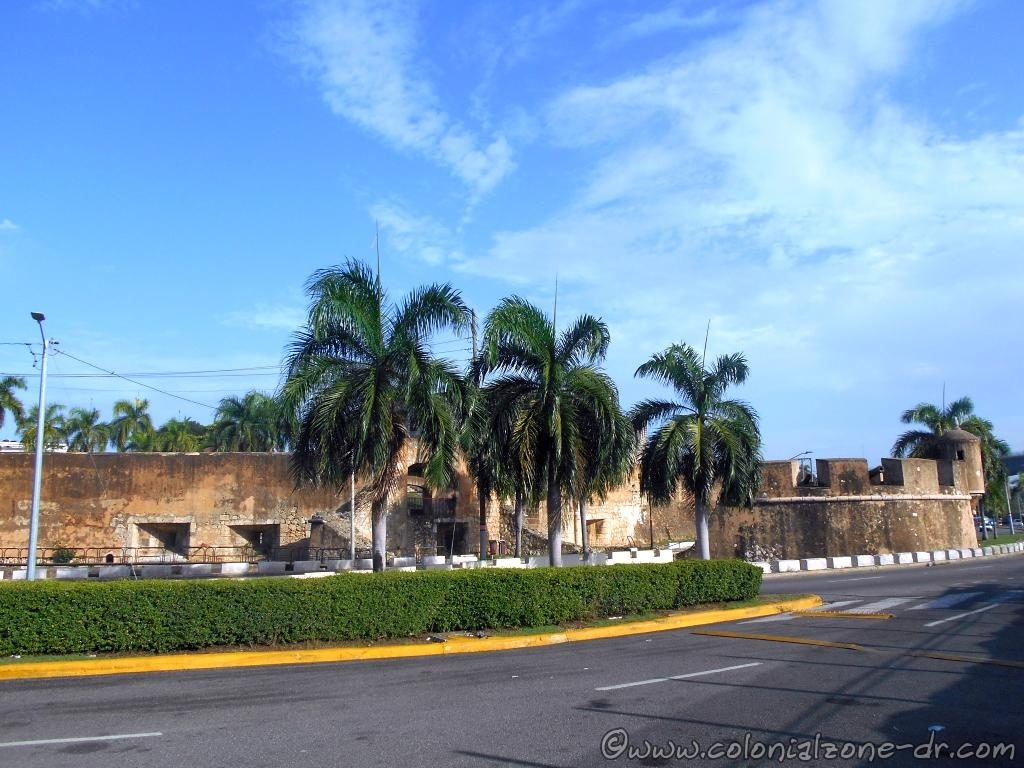 The walls of the Bateria Fuerte San Diego