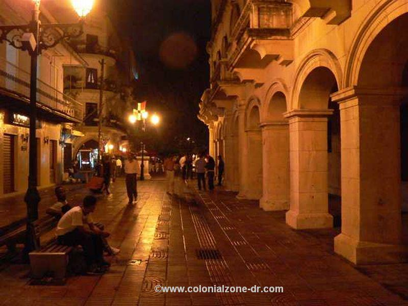 Calle el Conde, Colonial Zone, at night