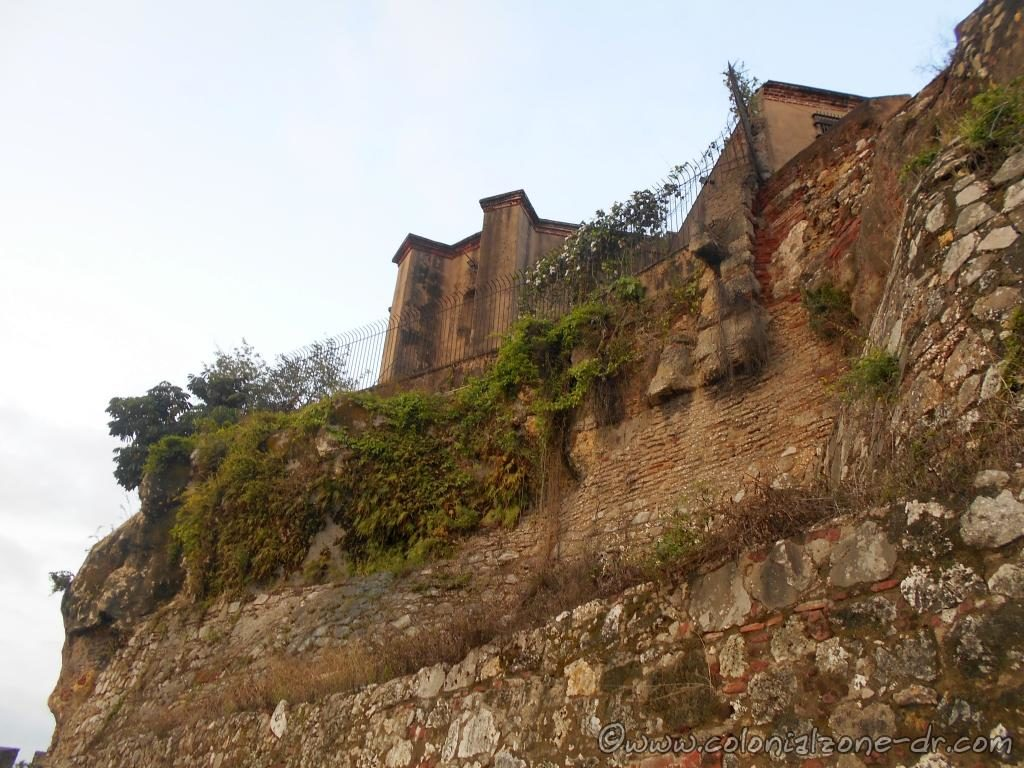 The high walls of Fuerte Invincible with the Capilla de los Remedios sitting high above.