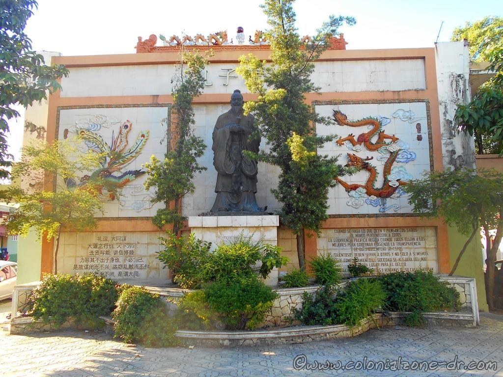 Confucio (Confucius) Plaza del Zodíaco, Barrio Chino, Santo Domingo