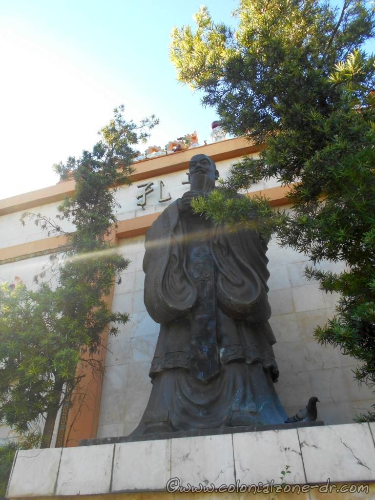 Close-up of the statue of Confucio (Confucius) Plaza del Zodíaco, Barrio Chino, Santo Domingo