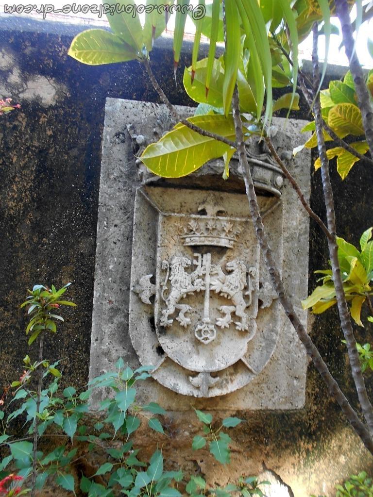 The Coat of Arms of the City of Santo Domingo / Escudo de Armas de la Ciudad de Santo Domingo in Plaza Bartolomé Las Casa
